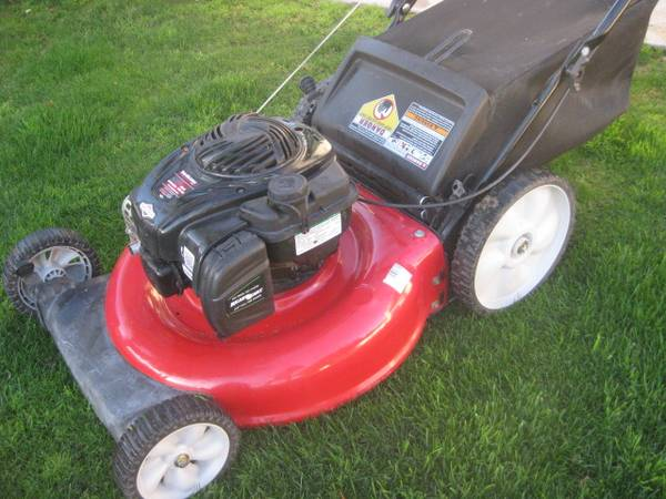 Photo Yard Machines lawn mower - $100 (chandlerocotillo rd)