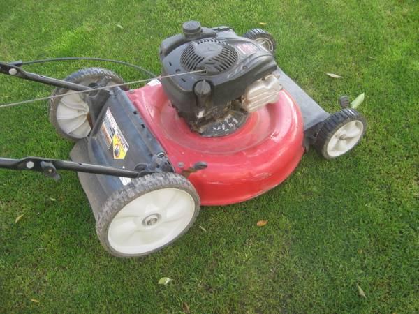 Photo Yard Machines lawn mower no bag - $60 (chandlerocotillo rd)