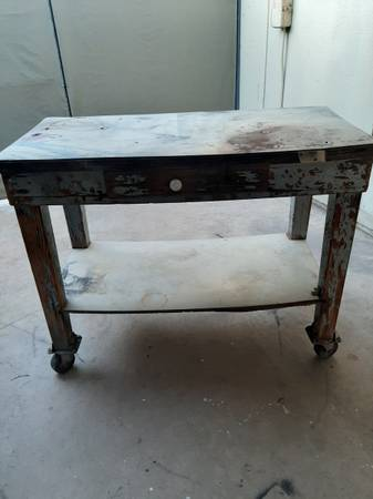Photo . FREE.. All (WOOD) WORK TABLE (67TH AVE THOMAS)