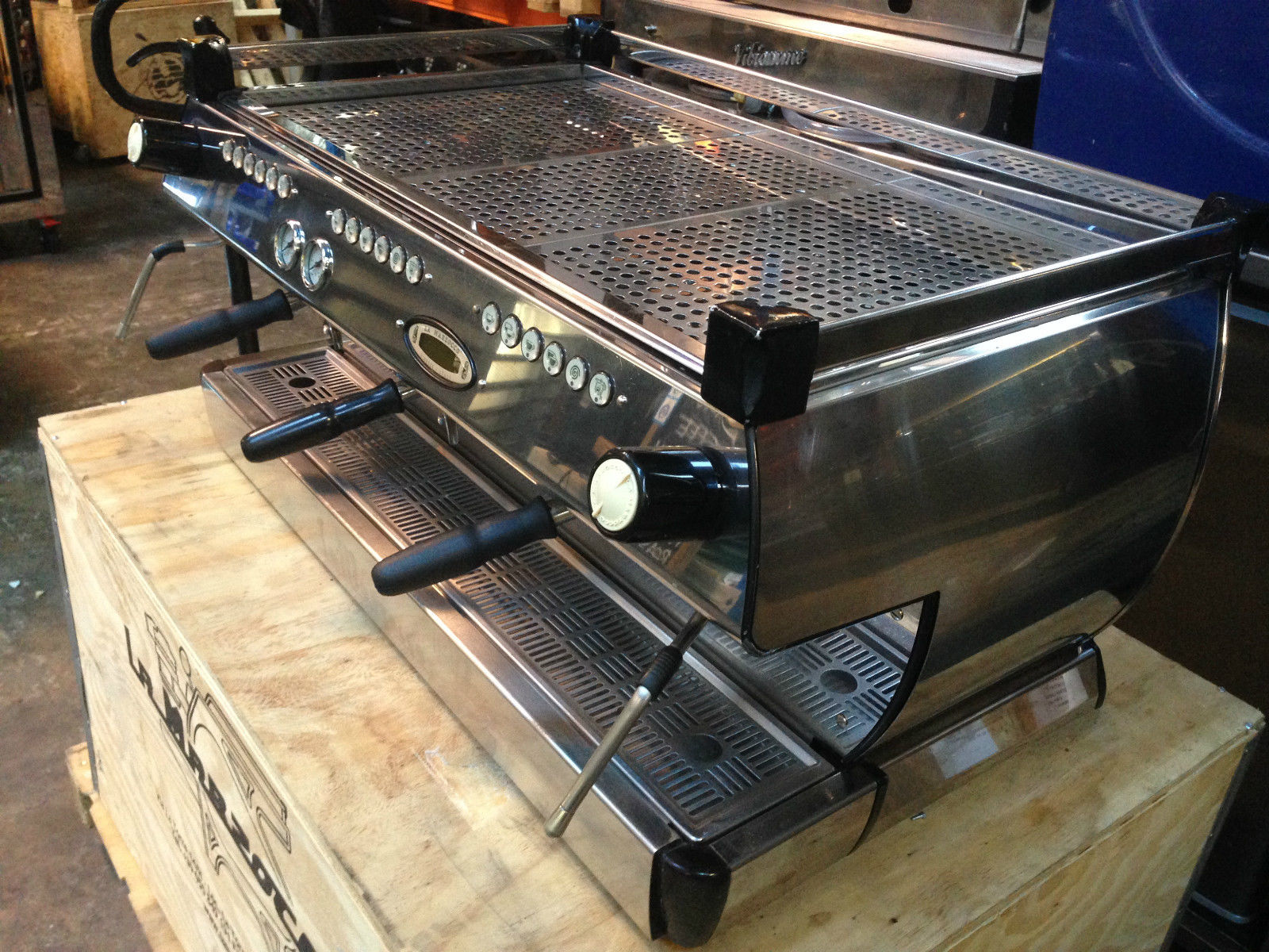 Photo La Marzocco GB5 3 Group Espresso Coffee Machine