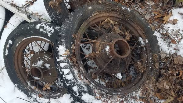 Photo 1930-1931 Ford Model A wheels 16x6.5 Tires, Crager  Jeep Wheels - $3 (Saxonburg)