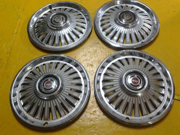 Photo 1965 chevy chevelle wheel covers hub caps - $20 (kittanning)
