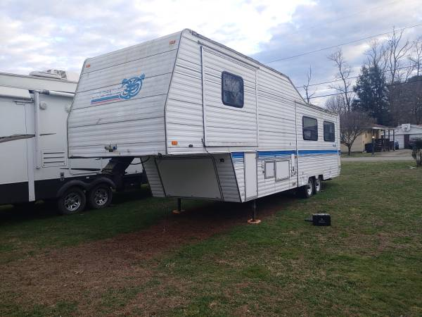 Photo 1996 Prowler 34ft fifth whee - $3995 (Belle vernon)