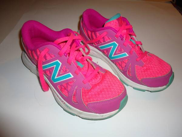 Photo (1) Pair Girls NEW BALANCE 690v4 Athletic Running Shoes - Size 4.5 - $15 (New Kensington)