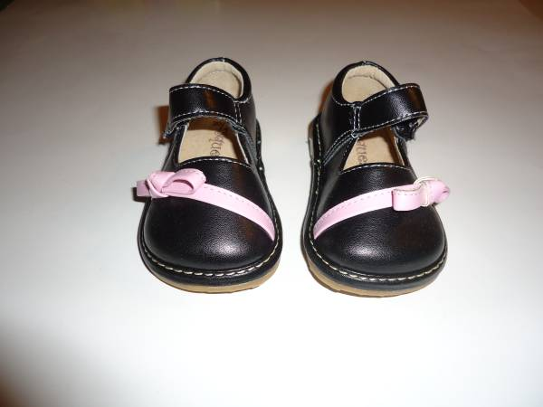 Photo (1) Pair Toddler Girls Squeakers Erika Shoes - Size 4 -Black Mary Jane - $10 (New Kensington)