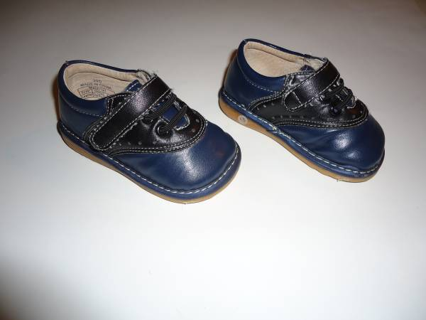 Photo (1) Pair Toddler Girls Squeaky Bow-tique Ernie Shoes - Size 4 -Blue - $10 (New Kensington)