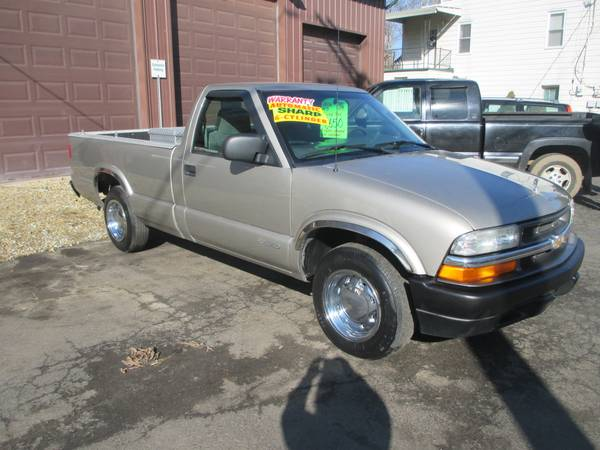 Photo 2002 CHEVY S10-SUPER CLEAN TRUCK - $4650 (Hometown Auto Sales, Indiana Pa)