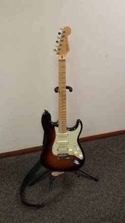 Photo 2008 American Deluxe Stratocaster HSS - $900 (Indian Head)