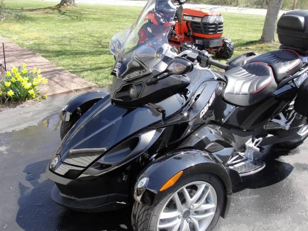 Photo 2014 Can Am Spyder RS - $11,500 (Smithfield)