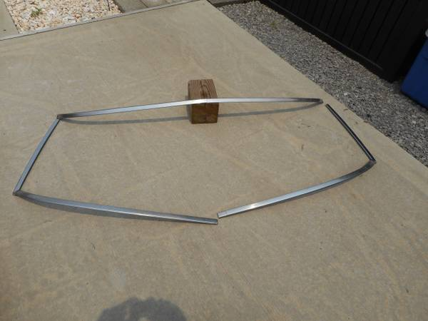 Photo 67-79 Ford Windshield Chrome - $50 (butler)