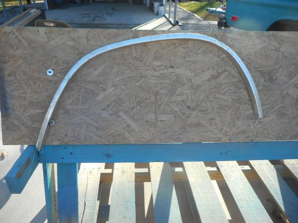 Photo 73-79 Ford Wheel Opening Molding - $10 (butler)