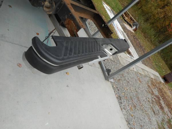 Photo 87 - 97 Ford Bumper Pad- Brackets (butler)