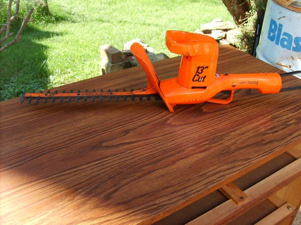 Photo Black and Decker 13quot hedge clippers - $15 (Penn Hills)
