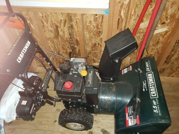 Photo Craftsman 24quot 5.5hp snowblower electric start - $225 (Irwin)