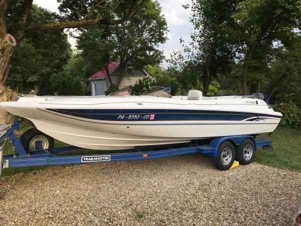 Photo Deck boat - $14,900 (Butler)