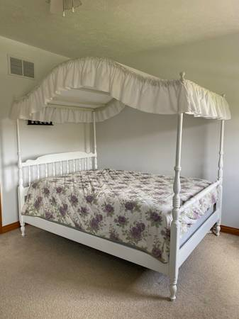 Photo Ethan Allen Canopy Bed - $200