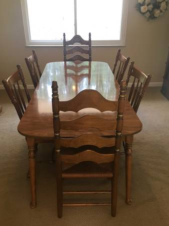 Photo Ethan Allen Dining Table and Chairs - $400 (McMurray)