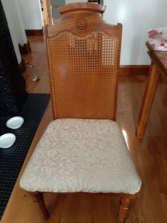 Photo Free Oak dining chairs (Saltsburg)