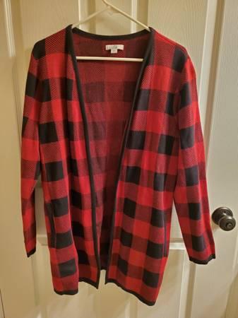 Photo Ladies Croft  Barrow Large Sweater Black  Red - $10 (Ross Twp., PA)