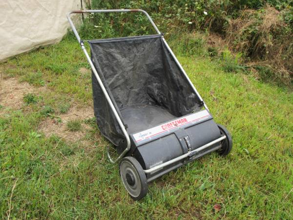 Photo Lawn Sweeper Yard Dethatcher Sweeper - $30 (Fombell, close to zelienople or ellwood)