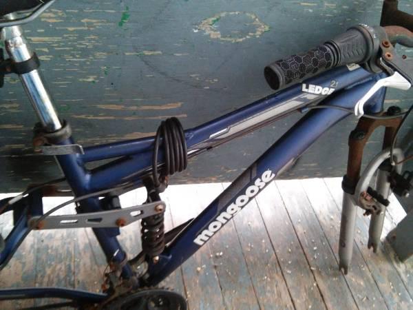 Photo Mongoose Full Suspension 26quot Mountain Bike Needs Work - $45 (Pitcairn)
