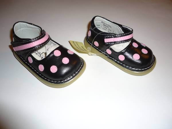 Photo New In Box Toddler Girls Squeaky Bow-tique Jill Shoes - Size 3 - $15 (New Kensington)