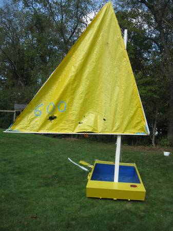 Photo Paddleboat Rowboat Sailboat nothing fancy - but lots of fun - $50 (Franklin Park)