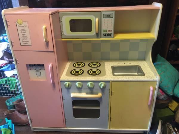 Photo Play kitchen - $25 (Highland pk)