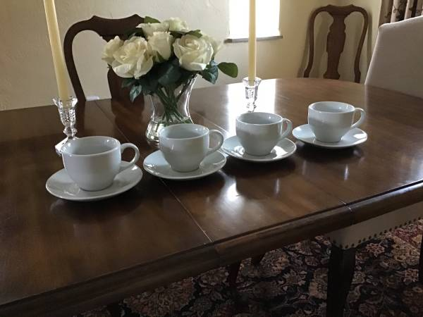 Photo Pottery Barn Great White cups and saucers - $15 (Penn Hills)