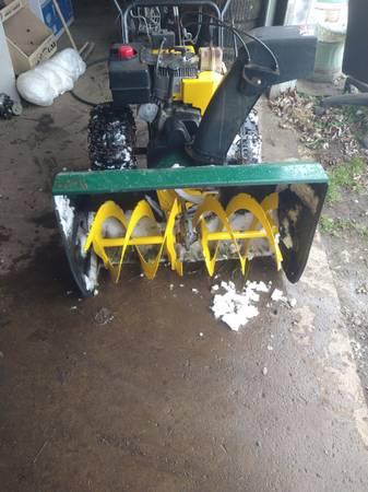 Photo Yard man 10hp 33 inch snowblower - $400 (West newton)