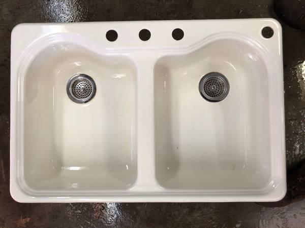 Photo price reduced Kohler Kitchen Sink Cast Iron - $140 (Butler)