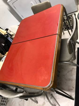 Photo vintage kitchen table and 4 chairs - $60 (Allison Park)