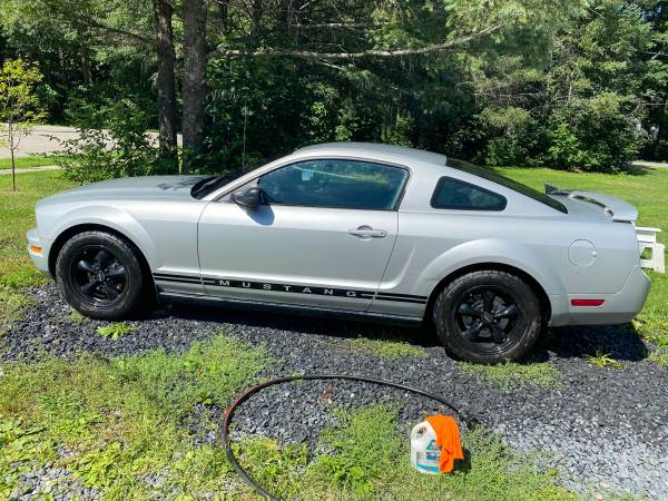 Photo 05 mustang - $4500 (Colchester)