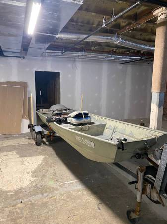 Photo 15 ft jon boat with trailer and 5 hp coleman outboard - $2,200 (rindge)