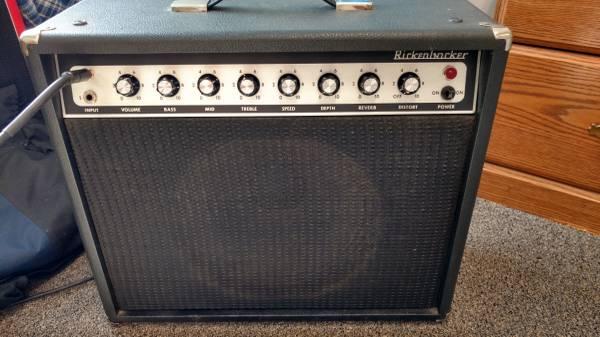 Photo 1979 Rickenbacker TR 25 guitar lifier - $249 (Epsom)