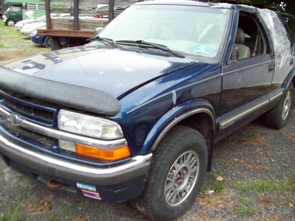Photo 2001 chevr s10 blazer 4wd parting out (phone  or no reply)