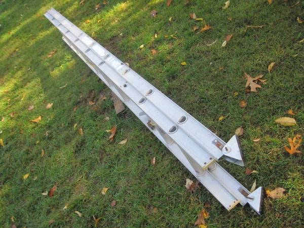 Photo 20 foot aluminum extension ladder. - $75 (Concord NH)