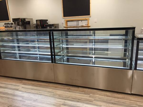 Photo Bakery case pastry case refrigerated display restaurant equipment - $2,799 (Free hand delivery)