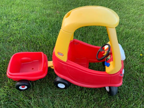Photo Childs cozy coupe and attachable wagon - $35 (Plattsburgh)