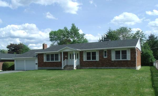 Photo Four Bedroom, one and a half bath single family house -11 Mason Dr (Plattsburgh)