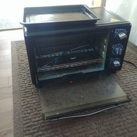 Photo Free toaster oven. 12 works (Brattleboro)