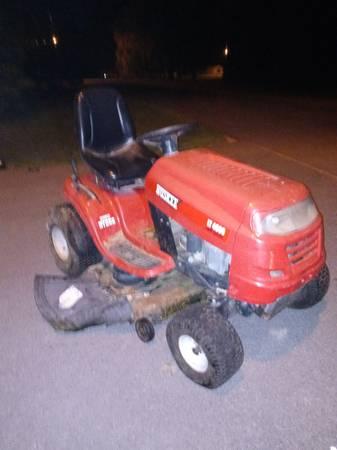 Photo Huskee LT4600 riding mower - $400 (Plattsburgh)
