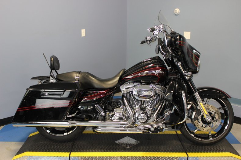 Photo 2011 Harley Davidson CVO Street Glide $16495