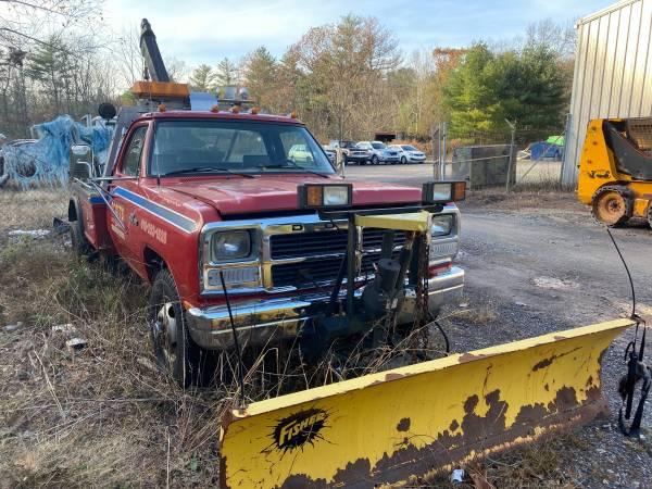 Photo 1993 Ram Tow Truck Wrecker Plow - $1,500 (Stroudsburg)