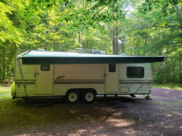 Photo 1997 Skyline Layton Travel Trailor - $3,995 (THORNHURST)