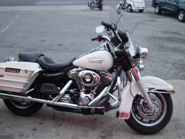 Photo 2004 HARLEY ROADKING POLICE PRIVATE OWNER - $8,500 (Staten Island)