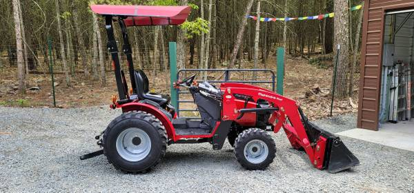 Photo 2017 Mahindra 26XL Max Shuttle 4x4 Tractor with Loader and Canopy. Only 178 Hrs - $13,000 (Milford)