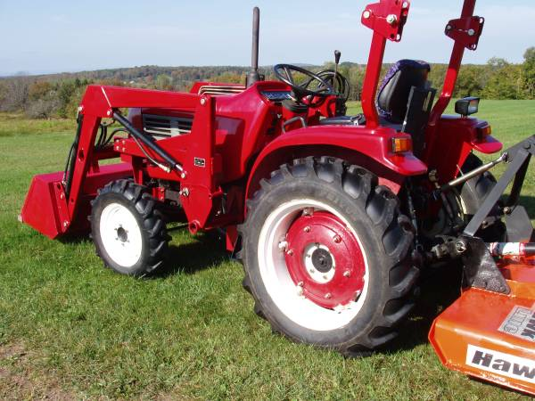 Photo 4wd tractor with loader, snow plow, and optional brush hog - $8600 (Forest City, PA)