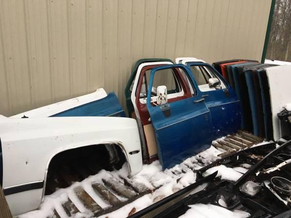 Photo 73-87 Chevy GMC Truck 73-91 K5 Blazer Suburban PARTS for SQUARE BODY (Cresco)