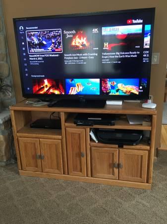 Photo Big Screen TV standcenter - $100 (IML Albrightsville, PA)